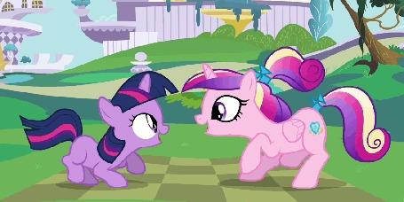 Анимация Маленькая Twilight Sparkle / Сумеречная Искорка и Принцесса Каденс / Princess Cadance скачут от радости, гладя друг дружке в глаза, кадры из мультсериала Мои маленькие пони: Дружба – это Чудо / My Little Pony: Friendship is Magic / MLP:FiM