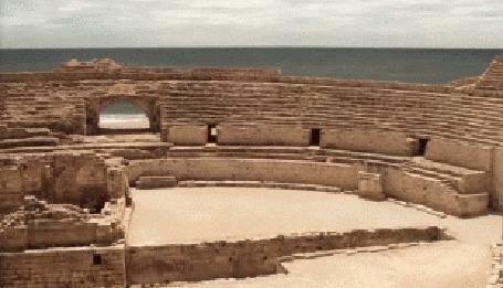Анимация Руины древней арены, парень делает упражнения (актер, модель Adam Senn)
