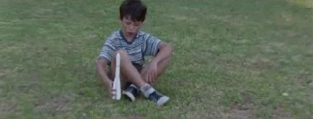 Анимация Мальчик играет с ракетой, мужчина дает распоряжение о запуске