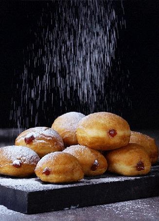Анимация Сахарная пудра сыпется на пончики (© NoFan), добавлено: 25.06.2016 09:00