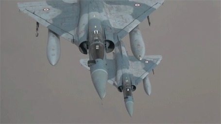 Анимация Военные самолеты делают вираж в небе (© Zolotoy), добавлено: 28.06.2016 00:33