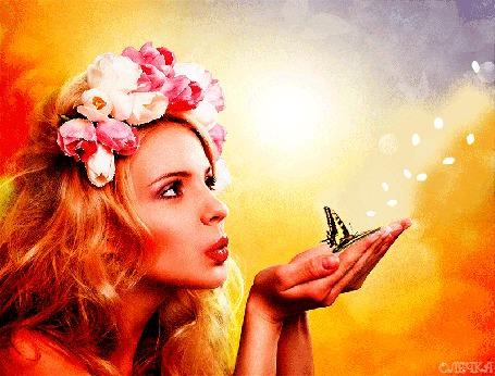 Анимация Девушка с венком в рыжих длинных волосах дует на бабочку, сидящую у нее на ладонях, by Олечка