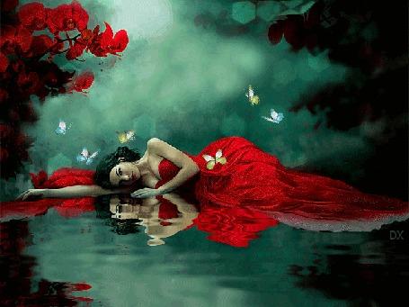 Анимация Девушка в красном платье лежит у воды над ней порхают бабочки