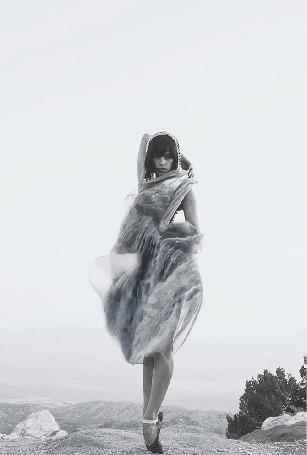 Анимация Девушка, с изображением на ней бурного потока воды, by Лукас Айгайл и Айла Эль Мусса
