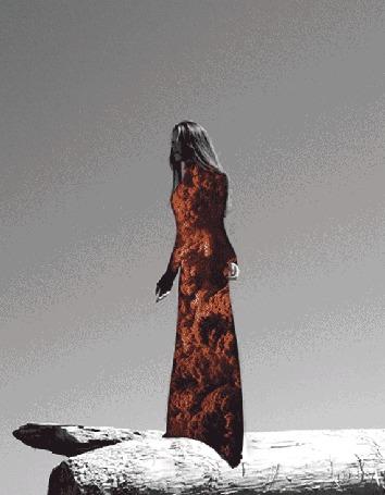 Анимация Девушка, с изображением на ней клубов волн, by Лукас Айгайл и Айла Эль Мусса