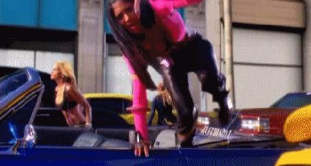 Анимация Девушки танцуют пока в городе пробка, из клипа американской группы The Pussycat Dolls - When I Grow Up