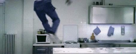 Анимация Даниель Кампос | Daniel Campos танцор, хореограф, актер и постановщик, трюк прыжки на шине и танец с быстрым перебором ног на столе