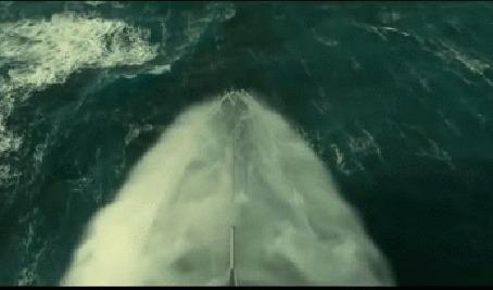 Анимация Корабль эсминец плывет по волнам во время шторма, корма сильно ударяется о воду