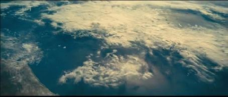 Анимация Космический корабль над планетой