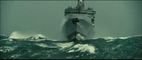 Анимация Корабль эсминец плывет по волнам во время шторма