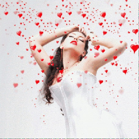 Анимация Девушка в окружении сердечек, шлейф из красных сердец