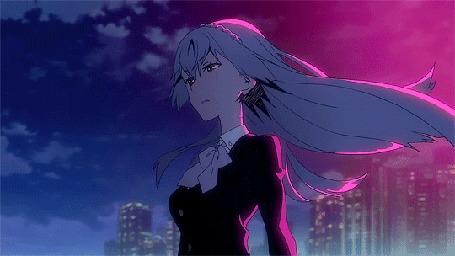 Анимация Девушка с развевающимися волосами стоит на фоне облачного неба, Noriko Sonozaki аниме Связанные / Kiznaiver