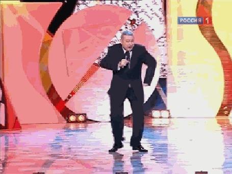 Анимация Танец в исполнении Евгения Петросяна