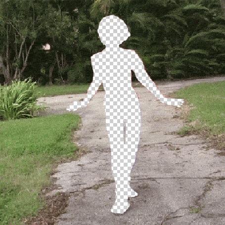 Анимация Прозрачная девушка идет по дороге и танцует