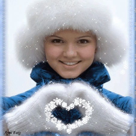 Анимация Девушка в белой меховой шапке улыбается и держит перед собой руки в белых варежках, сложив пальцы сердечком, by Ayni Fard