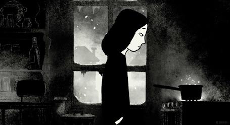 Анимация Девушка стоит перед плитой, а за окном идет снег