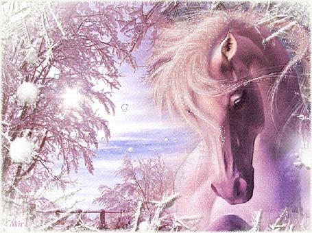 Анимация Лошадь на фоне падающего снега и деревьев
