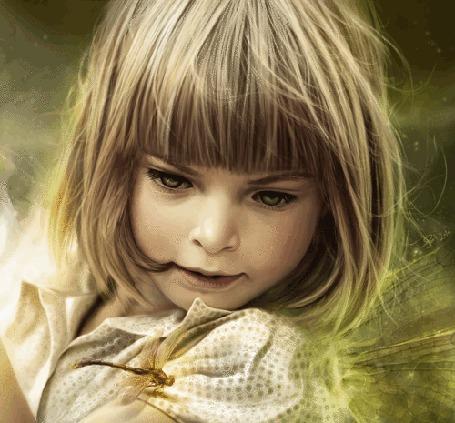 Анимация Девочка со светлыми волосами у которой сидит стрекоза на плече