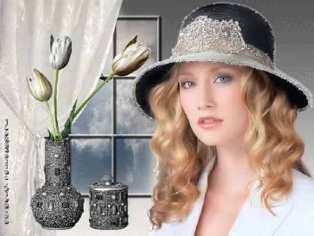 Анимация Блондинка в шляпе у окна с букетом белых тюльпанов