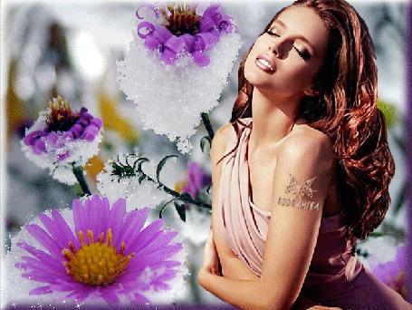 Анимация Шатенка с длинными волосами на фоне заснеженных цветов, by Твой Ангел
