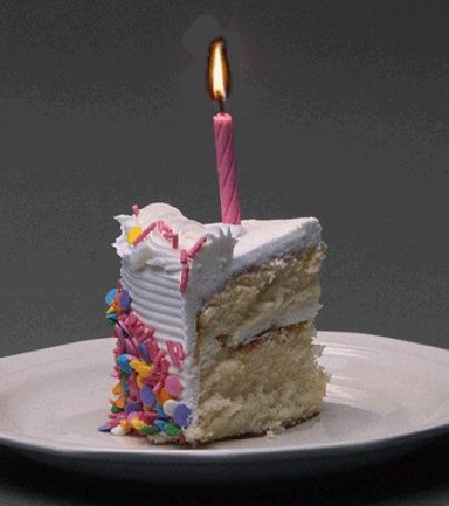Анимация Кусок торта со свечой, отрезанный для именинника