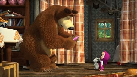 Анимация Медведь уронил Машину игровую приставку, мультик Маша и Медведь