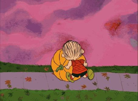 Анимация Мальчик с тыквой на осенней дорожке