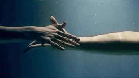 Картинки мужчина и женщина ласкают друг друга в воде фото 646-333