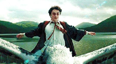 Анимация Счастливый Harry Potter / Гарри Поттер несется над сказочном существе над волнами, фильм Harry Potter and the Prisoner of Azkaban / Гарри Поттер и узник Азкабана