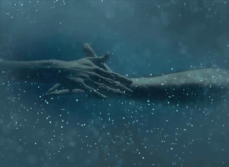 Анимация Влюбленные парень и девушка парят под водой, by DIZA