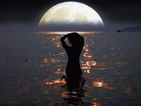 Фото женщина ночь луна