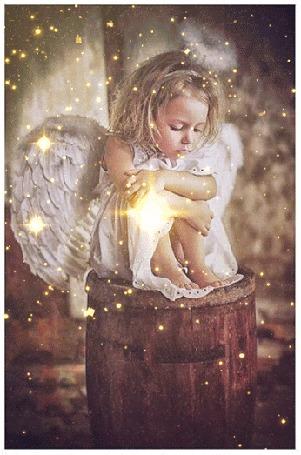 Анимация Девочка - ангел под звездным дождем