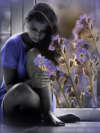 Анимация Девушка грустит у цветов