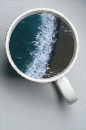 Анимация Чашка с морскими волнами в ней