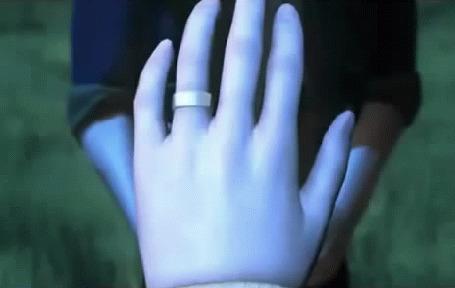 Анимация Рука девушки с кольцом
