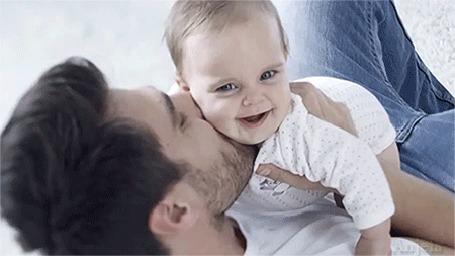 Анимация Небритый мужчина играет со своим маленьким ребенком, by Anjela