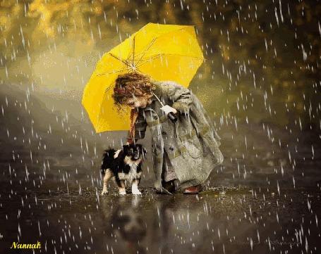 Анимация Девочка с желтым зонтом и собачкой стоит под дождем