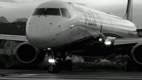 Анимация Самолет разворачивается на аэродроме