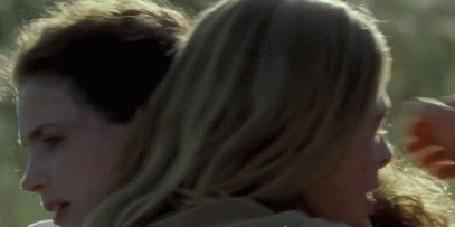 Анимация William Bradley Pitt / Бред Питт обнимает девушку