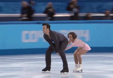 Анимация Парень с девушкой на льду в танце