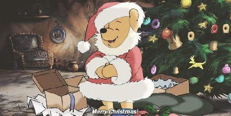 Анимация Винни Пух в новогоднем костюме на фоне елки, из диснеевского мультфильма Винни Пух и его друзья, (Merry Christmas!/Счастливого Рождества!)