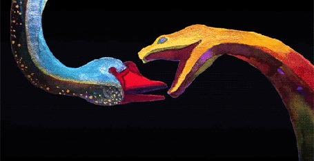 Анимация На черном фоне поцелуй змей превращается в поцелуй двух людей