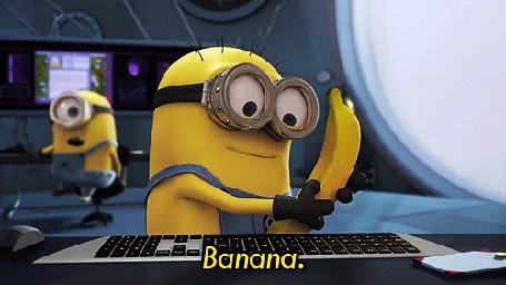 Анимация Миньон Боб / Bob сидит за компьютером в бананом в руках, из мультфильма Despicable Me / Гадкий, (Banana)