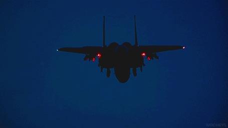 Анимация Военный самолет в ночном небе