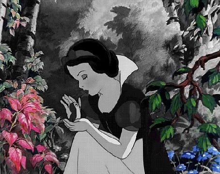 Анимация Белоснежка осторожно подняла маленького птенца из гнезда, Белоснежка и Семь Гномов:, мультфильм студии Disney / Дисней