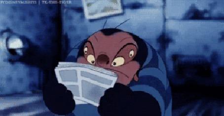 Анимация Стич из мультфильма Lilo And Stitch / Лило и Стич разрывает журнал