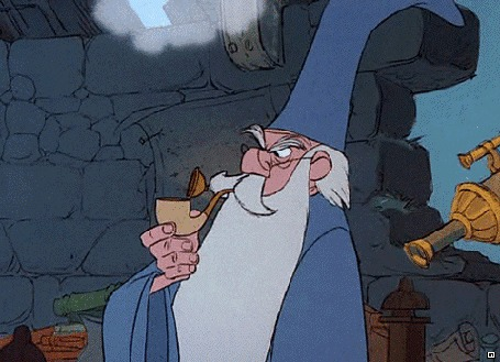 Анимация Маг Мерлин раскуривает трубку из мультфильма The Sword in the Stone / Меч в камне