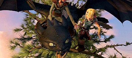 Анимация Иккинг верхом на драконе Беззубике на ветке дерева спорит с Астрид, мультфильм Как приручить дракона / How Train Your Dragon