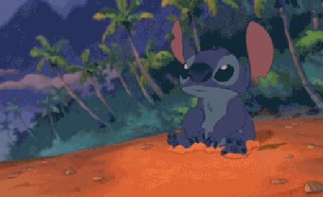 Анимация Стич зарывается в песок из мультфильма Lilo And Stitch / Лило и Стич (Smashing)