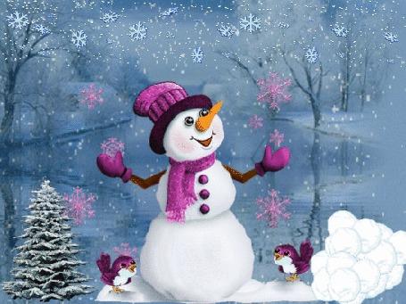 Анимация Снеговик и две птички стоят под падающим снегом около елки
